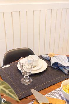Café da tarde de festa junina com tons de azul Table, Furniture, Home Decor, Shades Of Blue, Diy Creative Ideas, Party, Decoration Home, Room Decor, Tables