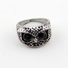 SILVERY METAL RING WITH AN OWL HEAD