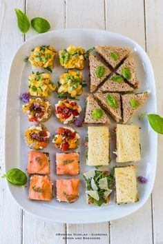 5 Quick and Easy Tea Sandwiches {recipe}. This whole page is links to various sources for tea sandwich recipes. Afternoon Tea Recipes, Afternoon Tea Parties, Tea Party Sandwiches, Cold Sandwiches, Snacks Für Party, Tea Snacks, Entrees, Food And Drink, Cooking Recipes