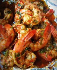 Spicy Cilantro Garlic Shrimp Recipe – Majic Ingredients: 5 tablespoons olive oil 2 tablespoons butter, softened cup finely chopped cilantro Juice of 1 lime 4 tablespoons Worcestershire sauce 4 cloves garlic, minced 1 Habanero pepper, min… Fish Recipes, Seafood Recipes, Mexican Food Recipes, Great Recipes, Cooking Recipes, Favorite Recipes, Healthy Recipes, Cajun Shrimp Recipes, Cooking Food