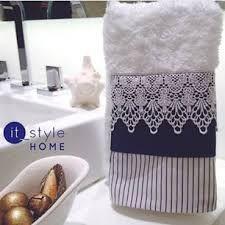 Resultado de imagem para toalhas de lavabo azul marinho Dish Towels, Hand Towels, Tea Towels, Bathroom Towels, Kitchen Towels, Cute Crafts, Diy Crafts, Sewing Crafts, Sewing Projects