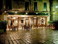 It's almost impossible to find a restaurant in Venice patronized exclusively by Venetians. Since 70% of the people crowding the calli are tourists, it ma...
