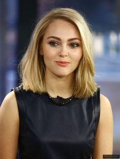 so what do you think about that AnnaSophia Robb Annasophia Robb, Casual Hairstyles, Easy Hairstyles, Celebrity Bobs, Tapered Hair, Foto Pose, Shoulder Length Hair, Look Chic, Hair Dos