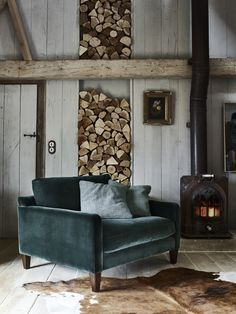 24 Modern Rustic Decor Ideas For a Century Farmhouse Rustic Living Room With Modern FurnitureA sleek, mid-century modern armchair (this one's by Barker and Stonehouse) carves out a contemporary corner in this otherwise rustic room, especially when uph Modern Rustic Decor, Rustic Room, Rustic Chic, Modern Rustic Furniture, Shabby Chic, Country Furniture, Rustic Elegance, Midcentury Modern, Bedroom Rustic