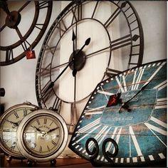 Orologi retrò... stile senza tempo! ;) Presso El camino del Sol a Spilamberto…