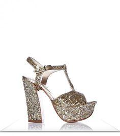 Sarkany Rosie > AR$1,800 > Sandalia con plataforma. RickySarkany.com Heeled Mules, Peeps, Peep Toe, Walking, Cami, Shoes, Fashion, Vestidos, Wedge Sandal