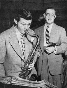 Stan Getz (left) 2/02/1927 – 6/06/1991  Tenor sax.  Benny Goodman (right) 30/05/1909 – 20/06/1986  Clarinet/alto sax/band leader  Bert Parry photo