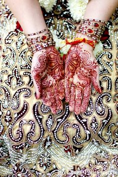 indian wedding bridal mehndi design http://maharaniweddings.com/gallery/photo/7665