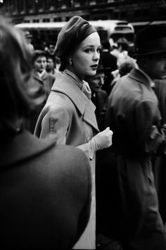 Elise Daniels, young model, standing on crowded New York City street. (Photo by Gjon Mili/The LIFE Picture Collection/Getty Images)Image provided by. Top O The Morning, Gjon Mili, Retro Fashion, Vintage Fashion, Vintage Headpiece, Young Models, Vintage Coat, Picture Collection, Vintage Vogue