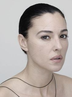 Beautiful Monica Bellucci And Her Never-Before-Seen Pictures Hollywood Actor, Hollywood Celebrities, Classic Hollywood, Monica Bellucci Young, Vincent Cassel, Italian Actress, Anna Marias, Timeless Beauty, Woman Face