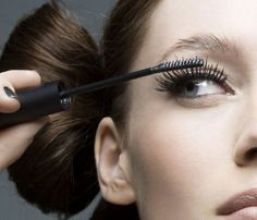 How To Apply Mascara Like A Pro