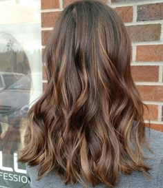Hair color in milk chocolate 🍫 Color by @brandy_hairstylist #hair #hairenvy #hairstyles #haircolor #brunette #balayage #highlights #newandnow #inspiration #maneinterest
