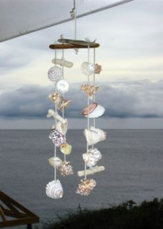 Seashell decoration, I now know what I'm going to do with all of my shells I collected in Florida! Seashell Crafts, Beach Crafts, Fun Crafts, Bunting, Cottages By The Sea, Beach Art, Coastal Style, Diy Projects To Try, Beach Themes