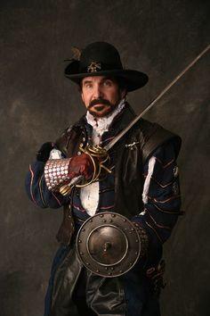 Elizabethan Gentleman, M.P., Privateer, Explorer, Colonizer & Military Hero, Gen-Adm Sir Richard Greynvile/Grenville w/ Rapier & Buckler