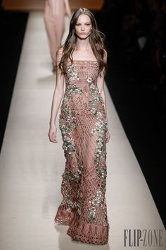 Alberta Ferretti Spring-summer 2015 - Ready-to-Wear - http://www.flip-zone.com/fashion/ready-to-wear/fashion-houses-42/alberta-ferretti-4953