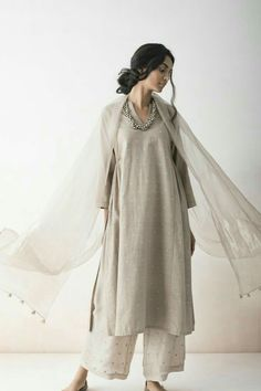 Buy from the latest collection of Indian ethnic outfits, dresses & designer clothes for women. Indian Attire, Indian Ethnic Wear, Indian Outfits, Trajes Pakistani, Pakistani Dresses, Ethnic Fashion, Indian Fashion, Trendy Outfits, Fashion Outfits