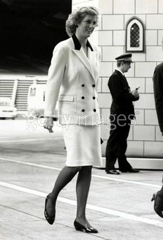 1987-11-16 Diana at Heathrow Airport to attend the departure of British Airways 'Dreamflight to Disneyland' for 300 sick and disabled children