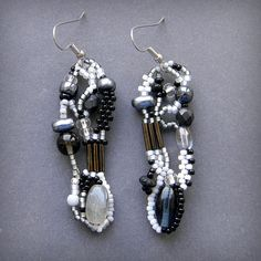 Monochrome freeform seed bead earrings  freeform by Anabel27shop