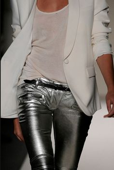 Balmain Spring Can't help it - still into silver pants. Fashion Week, Love Fashion, Womens Fashion, Fashion Design, Fashion Trends, Fashion Art, Fall Fashion, Casual Chic Outfits, Fall Outfits