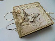 rerum / Fotoalbum na objednávku s 3D motýľom a čipkou