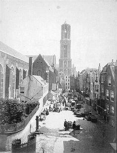 Buurkerkhof 1886: Botmarkt. Hier verkochten visboeren uit Bunschoten e.o. Was berucht om het lawaai en de ruzies