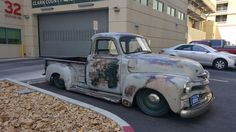 Hot Wheels - Super cool patina style ride via , how bad ass is that stance right? 54 Chevy Truck, Chevy 3100, Chevy Pickups, Hot Rod Trucks, Chevy Trucks, Abandoned Cars, Abandoned Vehicles, Rat Look, Old Pickup
