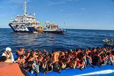 """Die Zahl der Migranten, die in Libyen auf die Überfahrt nach Europa warten, sei """"sehr groß"""", meint der EU-Innenkommissar. """"Aber wir sind auf jeden Fall besser vorbereitet"""". Rund 350.000 Libyer warten nach Angaben von EU-Vertretern auf eine Überfahrt nach Europa."""