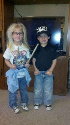 But nothing beats a tiny Wayne and Garth. | 26 Halloween Costumes For Toddlers That Are Just Too Cute To Believe Halloween Candy, Happy Halloween, Holidays Halloween, Diy Halloween, Halloween Costumes For Kids, Halloween Stuff, Halloween 2018, Halloween Havoc, Halloween Outfits