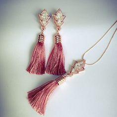 Par de brincos e colar longo Orient! Em prata 925 banhada em ouro rosê com zircônias cravadas e tassel!