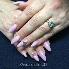 Soft pink glitter gel nails