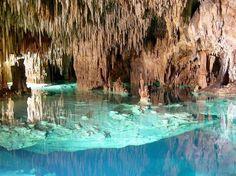 """Actun Chen Eco Park, México: a Península de Yucatán, no litoral leste do México, tem cavernas subterrâneas chamadas de """"cenotes"""", que atraem mergulhadores do mundo inteiro. No Actun Chen Eco Park, é possível explorar cavernas a a pé, com formações rochosas, estalactites e estalagmites e fósseis, ou mergulhar em belos cenotes locais  Foto: Aktunchen Eco Park/Divulgação"""