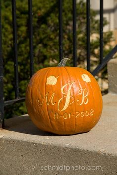 wedding pumpkin    Kim...great idea for your wedding =)