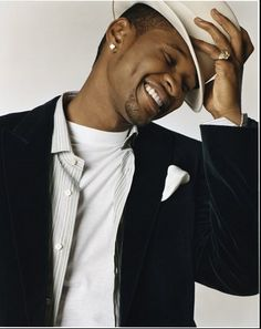 Usher, oh the dimples. Gorgeous Men, Beautiful People, Usher Raymond, Star Wars, Raining Men, Fine Men, Attractive Men, My Guy, Dimples