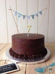 Tarta de chocolate con ganache de chocolate negro   Alice Bakery Cute Birthday Gift, Birthday Cake, Choco Truffle, Little Mermaid Birthday, Birthday Decorations, Truffles, Chocolate Cake, Cake Decorating, Bakery