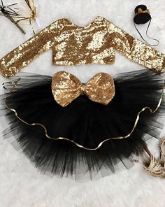 ********* THIS LISTING IS FOR THE TUTU ONLY! CROP TOP IS PURCHASED SEPARATELY****** Gorgeous tutu with gold trim and huge gold sequin bow in the back. This can be made in other colors. Please let me know. This goes amazing with our gold sequin crop top for your Princess! Crop