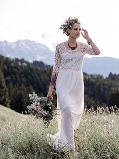 Boho Braut, Hochzeit in den Bergen, Freie Trauung, Birgit Schulz Hochzeitsfotograf, Salzburg, www.birgitschulz.at Lace Wedding, Wedding Dresses, Bergen, Blog, Fashion, Wedding Dress Lace, Dress Wedding, Bridal Dresses, Moda