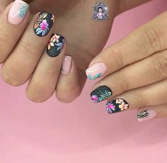 Semi-permanent varnish, false nails, patches: which manicure to choose? - My Nails Flower Nail Designs, Nail Designs Spring, Cool Nail Designs, Floral Designs, Cute Nails, Pretty Nails, My Nails, Spring Nails, Summer Nails