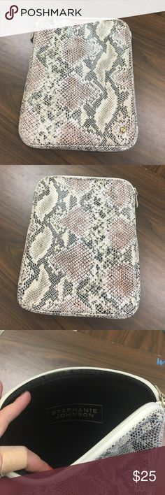 5 HOUR SALE 📱Stephanie Johnson iPad case Nude lizard patterned iPad case. Zip top to easily slide in. Amazing condition! Stephanie Johnson Accessories Tablet Cases
