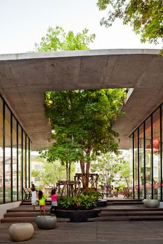 idea for home courtyard area --  Kurve 7 / Stu/D/O Architects