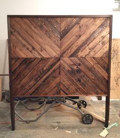 45 ideas pallet furniture bedroom headboard ana white for 2019 Mesa Chevron, Table Chevron, Diy Wood Projects, Furniture Projects, Diy Furniture, Bedroom Furniture, Diy Bedroom, Plywood Furniture, Queen Bedroom