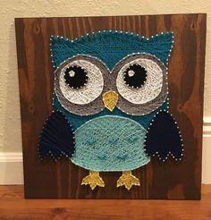 Owl String Art String Art Templates, String Art Patterns, Nail String Art, String Crafts, Arte Linear, Geometric Deer, Wood Block Crafts, Creation Art, Owl Crafts