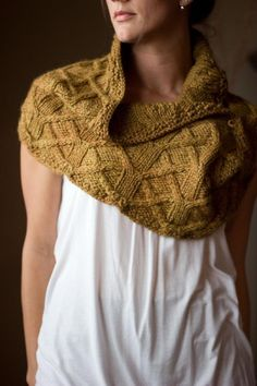 Ravelry: Fallow Cowl pattern by Melissa Schaschwary Gorgeous cables! A must have cowl! Diy Tricot Crochet, Knit Or Crochet, Crochet Shawl, Crochet Granny, Knit Cowl, Knitted Shawls, Knit Scarves, Fall Knitting, Finger Knitting