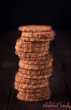 Date and Walnut Cookies. Date and Walnut Cookies. Simple delicious and free from gluten grains dairy egg and refined sugar. Coco Cookies, Date Cookies, Biscuit Recipe, Cookies Et Biscuits, Baking Biscuits, Superfood Recipes, Raw Food Recipes, Sweet Recipes, Simply Recipes