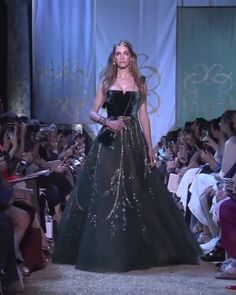 Gorgeous Green Slip A-Lane Evening Dress / Evening Ball Gown with Open Back and a Train. Haute Couture Fall Winter Collection Runway by Elie Saab Elegant Dresses, Pretty Dresses, Beautiful Dresses, Haute Couture Dresses, Feather Dress, Designer Wedding Dresses, Elie Saab, Winter 2017, Fall Winter