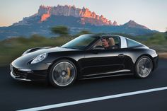 Porsche 911 Targa premiered at North American International Auto Show (NAIAS) in Detroit. The top model is Porsche 911 Targa which delivers 400 hp from a Porsche 911 Targa 4s, Porsche Autos, New Porsche, Porsche Cars, Custom Porsche, Singer Porsche, Porsche Carrera, My Dream Car, Dream Cars