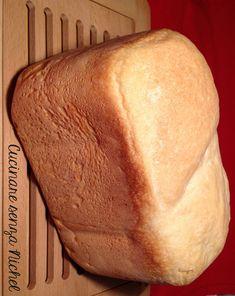 Avete mai preparato in casa il pane con la macchina del pane? Quando avete voglia di svegliarvi con il profumo del pane appena cotto o quando semplicemente