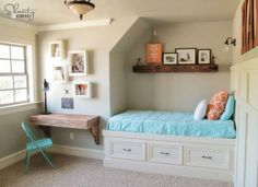 Great idea for a day bed and home office