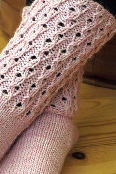 Opi villasukka -langan vaaleanpunainen tuo mieleeni oikein kuohkeaksi vispatun marjapuuron. Vaikka pitäisi olla ihan samaa kuin 7-veljestä...