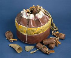 The Tibetan doctor's bag contained minerals and herbs, a horn and spatula