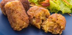 These chicken and bacon croquettes will go down a treat with their soft inside and crispy outside. Tandoori Chicken, Finger Foods, Chicken Recipes, Bacon, Treats, Diamond, Ethnic Recipes, Plate, Sweet Like Candy